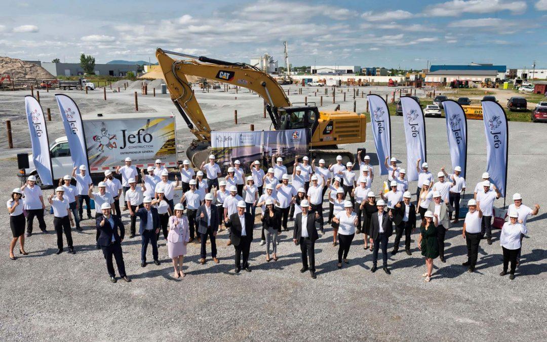 La primera piedra para la construcción de la nueva fábrica Jefo